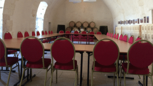 salle-robert-de-courtenay-vue-escalier-conseil-administration-château-selles-sur-cher